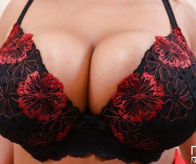 Fatty milf with huge tits Jasmine ready for a seductive masturbating