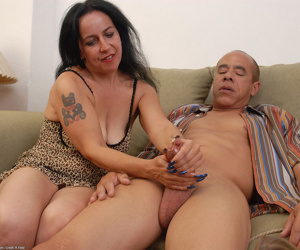 Amaterur Nina Swiss leaves man to blast her hairy pussy on cam