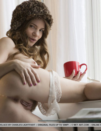 Hipster cutie Misty Lovelace leaves her hat on while she spreads pussy lips