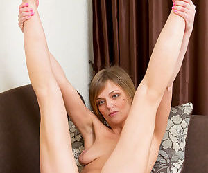 Mature mom in bare feet undressing to show saggy tits & bald beaver
