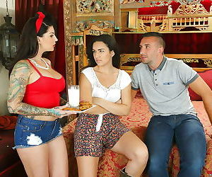 Reality mom Darling Danika demonstrates her tattoos and big tits while fucking