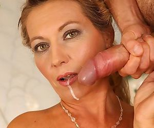 Lustful mature lady gets her trimmed cunt fucked for jizz in her mouth
