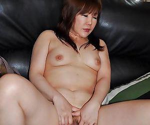 Sassy asian MILF Junko Ishikura undressing and vibing her clit