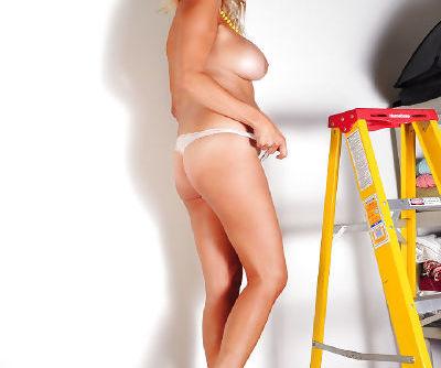 Mature chick Lexxi Lash shows off her amazing big natural boobies