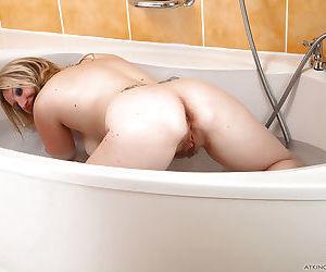 Older dame Mel Harper showing off hairy bush in bathtub after bikini removal