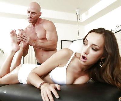 Sweet pornstar Victoria Rae Black enjoys relaxing massage in close up