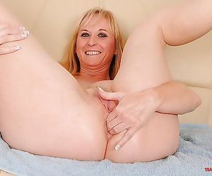 Mature lady with big tits spreading and fisting her pussy