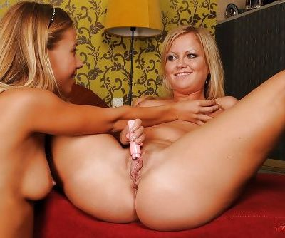 Stunning lesbians Sunny Diamond and Nikky Thorne fisting pussy