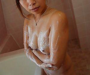 Fuckable asian MILF with nice ass Machiko Nishizaki taking shower