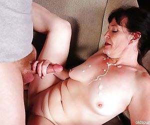 Cumshot scene with an busty mature mom Anna and her younger lover