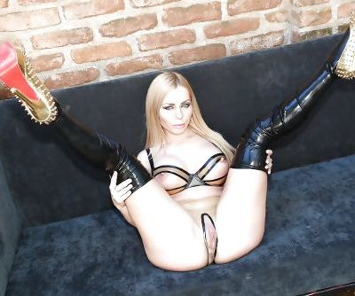 European seductress Isabella Clark makes an entrancing show of her pussy