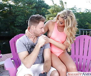 Blonde mommy Nikki Capone takes money shot on pretty face after doggy fuck