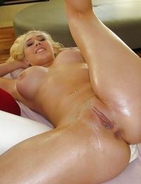 Kagney Lynn Karter gets a massage guy masturbating her cunt