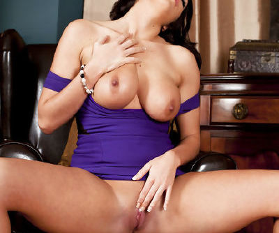 Big tits brunette moaning while stretching her juicy twat in solo
