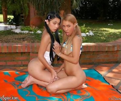 Teen girls munch pussy and play with thick dildos