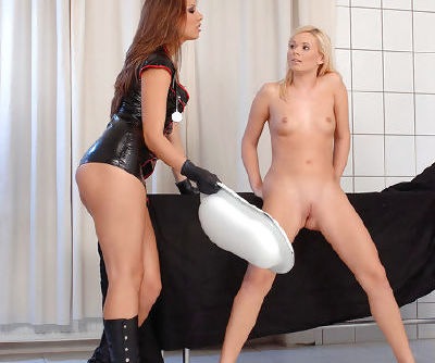 Sexy and adorable doll in black boots wants her naked blonde to pee in the room