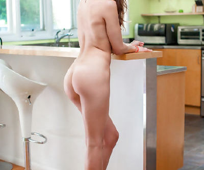 Refined sweetie with juicy boobies stays in extremely sexy poses and seduces softcore amateurs