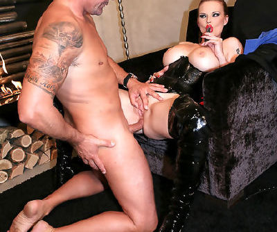 Tasty cock makes her to gag during rough hardcore