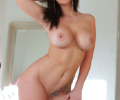 Brunette Jayden Jaymes is simply amazing while posing her stunning nude forms