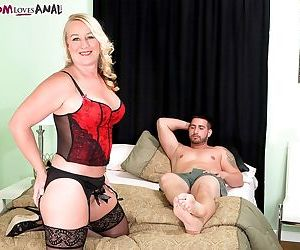 Mature anal bitch in lingerie Jenna Bouche getting penetrated hard in bed
