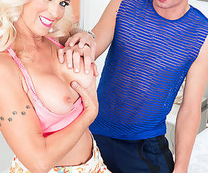 Super milf dani dare fucks with new boy - part 688