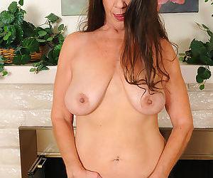 51 yo tia got some floppy tits - part 2258