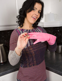 Mature mom montse swinger shows hot cameltoe in the kitchen & toys with banana - part 1058