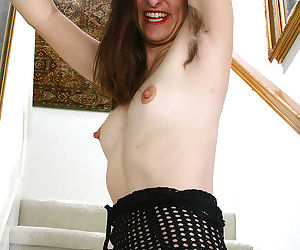 Hairy armpits and hairy pussy makes milf shelby hard to miss - part 2041