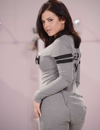 Curvy brunette babe Keisha Grey letting her nice melons loose