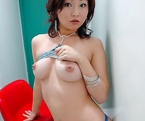 Busty japanese model yuu posing nude shows her ass - part 3595