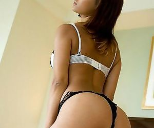Japanese gorgeous babe maria shows ass and titties - part 3546
