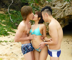 Squirting on the south of the island - part 4048
