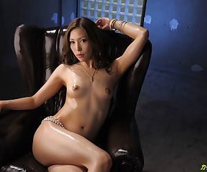 Japanese sultry strip tease - part 4133