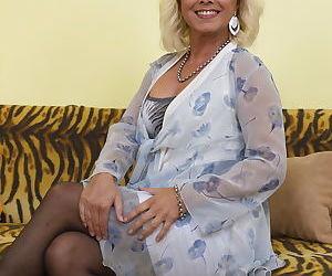 Blonde mom upskirt - part 2671