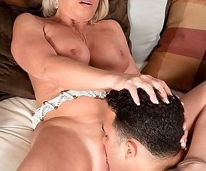 Deepthroat and an ass fuck for mature woman - part 2966