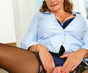 Camilla horny busty secretary - part 2232