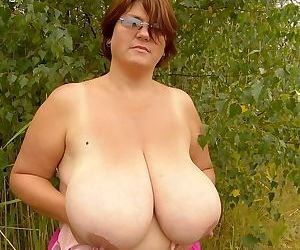 Busty fat mature gets naked and teases outdoors on picnic - part 2628