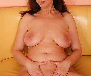 Older wife fernanda jones masturbates her older pussy - part 20