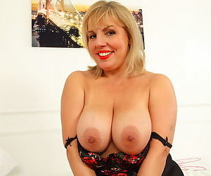 Hot curvy housewife showing off her naughty ways - part 8