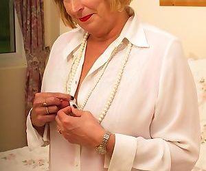 Horny british chubby mama getting very dirty - part 3421