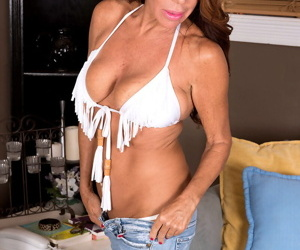 Mature woman Layla Lamora frees her big hangers from bikini as she gets naked