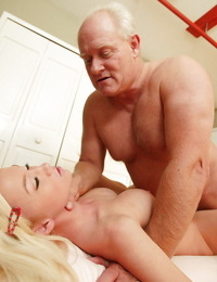Big titted Madison Scott fingered- fucked and gagged in oldman reality porn
