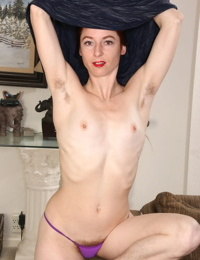 30 plus redhead Evane Nordstern parts her natural pussy after disrobing