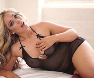 Hot milf kellie obrian teasing in her bed - part 2435