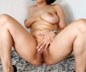 Amateur chick Jessica Pink uncovers her big naturals before showing her pussy