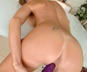 American MILF Montana Skye will perform household chores after masturbation