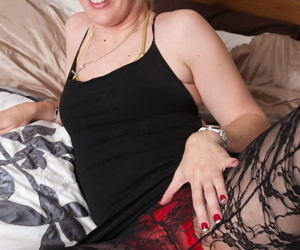Mature.nl Samantha
