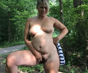 Mature amateur shows her big boobs and butt on bench in the forest