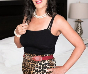 Sexy older mature Mariah James drools over big hard cock wearing high heels
