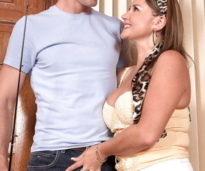 Mature hottie Tyra Love picked up and seduced for hardcore sex